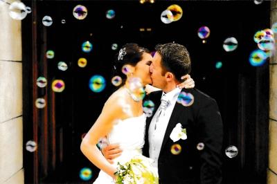 kissing_couple_wedding_church